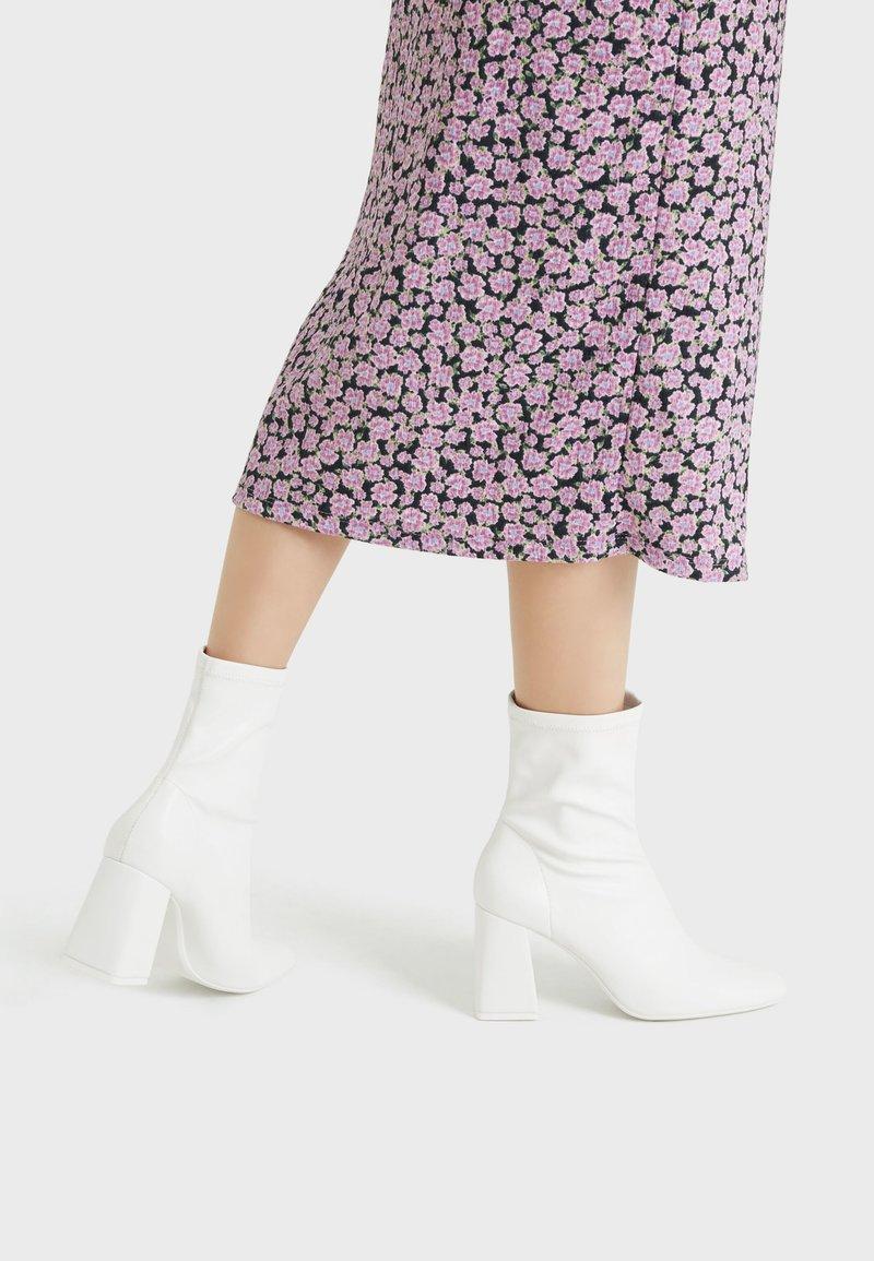 Bershka - High heeled ankle boots - white