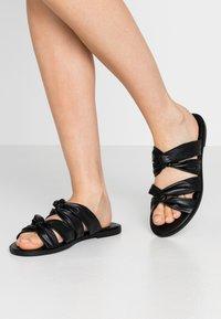 Anna Field - Pantofle - black - 0