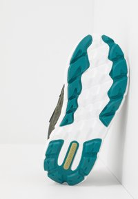 Viking - VEME VEL GTX - Hiking shoes - huntinggreen/olive - 5