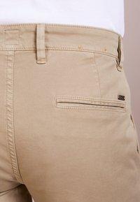 BOSS - REGULAR FIT - Pantalon classique - light pastel / brown - 3