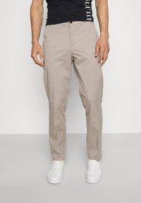 Lindbergh - WORKWEAR PANTS - Trousers - stone - 0