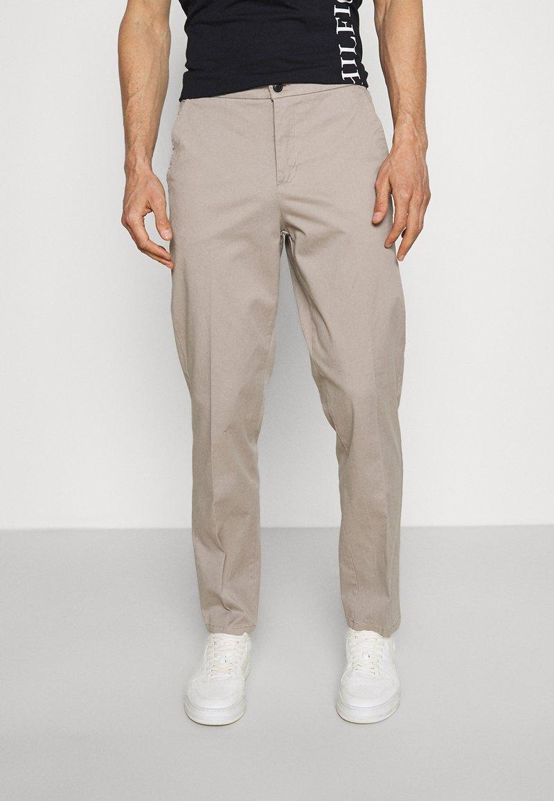 Lindbergh - WORKWEAR PANTS - Trousers - stone