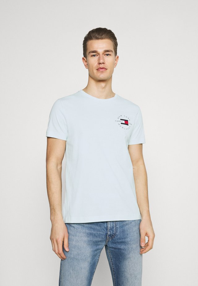 CIRCLE CHEST TEE - Print T-shirt - oxygen