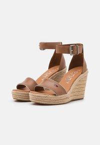 Tommy Jeans - ESSENTIAL WEDGE - Platform sandals - summer cognac - 2