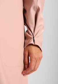 Ilse Jacobsen - TRUE RAINCOAT - Parka - adobe rose - 5