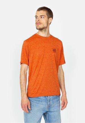 FITZ ROY HORIZONS - Print T-shirt - brown