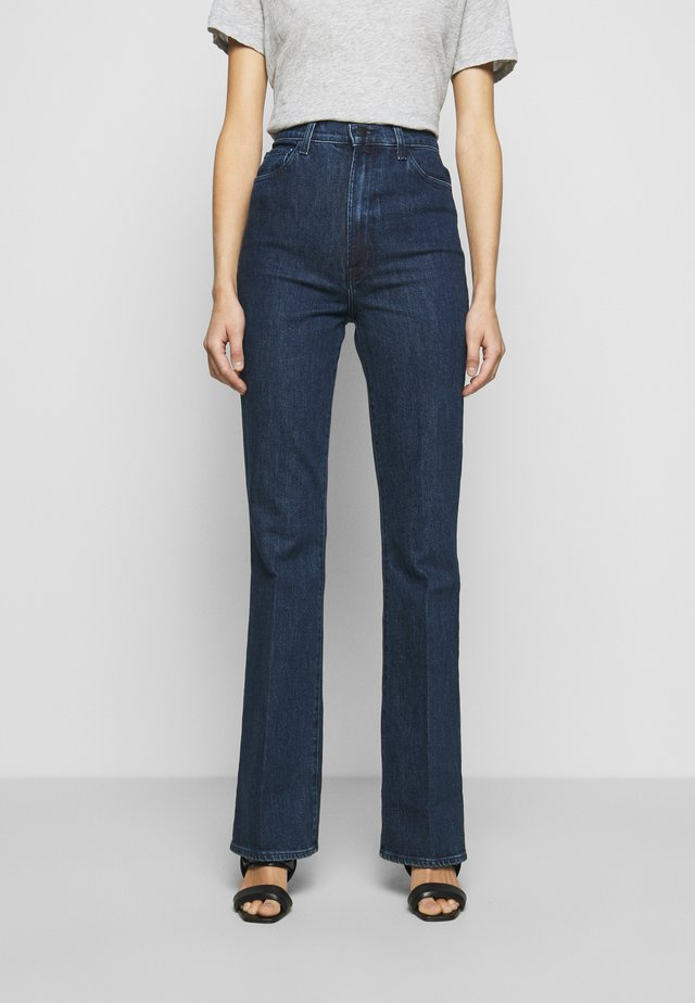 RUNWAY HIGH RISE - Jeans bootcut - experience