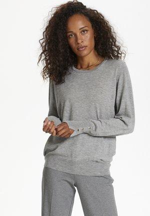 Stickad tröja - frost gray melange