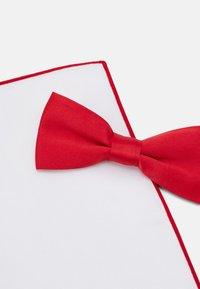 Only & Sons - ONSTED BOW TIE SET - Kapesník do obleku - pompeian red - 5