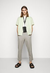 Folk - DRAWCORD ASSEMBLY PANT - Trousers - ash - 1