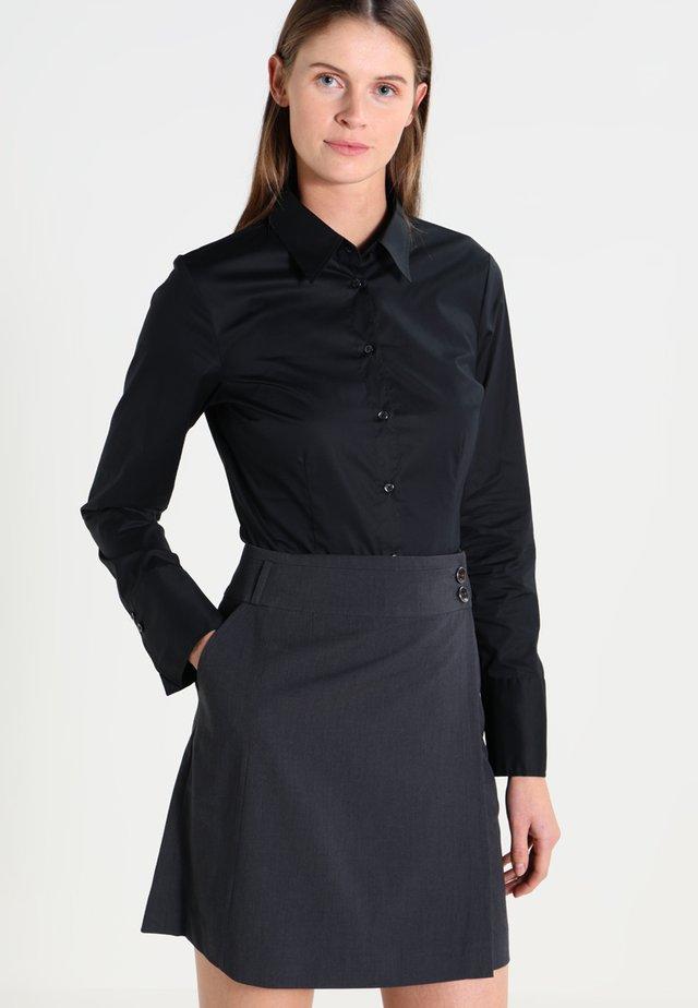 Komfortable Slim - Button-down blouse - schwarz