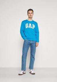 GAP - ORIGINAL ARCH CREW - Sweatshirt - arctic blue - 1