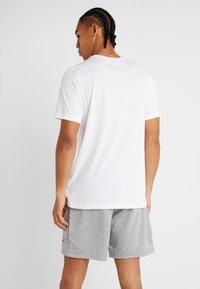 Nike Performance - DRY TEE CAMO BLOCK - Printtipaita - white - 2