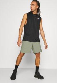 Nike Performance - FLEX VENT MAX SHORT - Pantaloncini sportivi - light army/black - 3