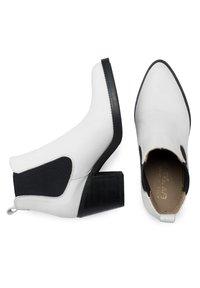 Eva Lopez - CHELSEA TACÓN - Ankle boots - blanco - 2