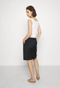Who What Wear - THE BERMUDA - Shortsit - black - 2