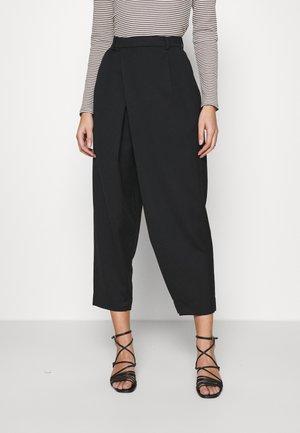 CAST TROUSER - Trousers - black