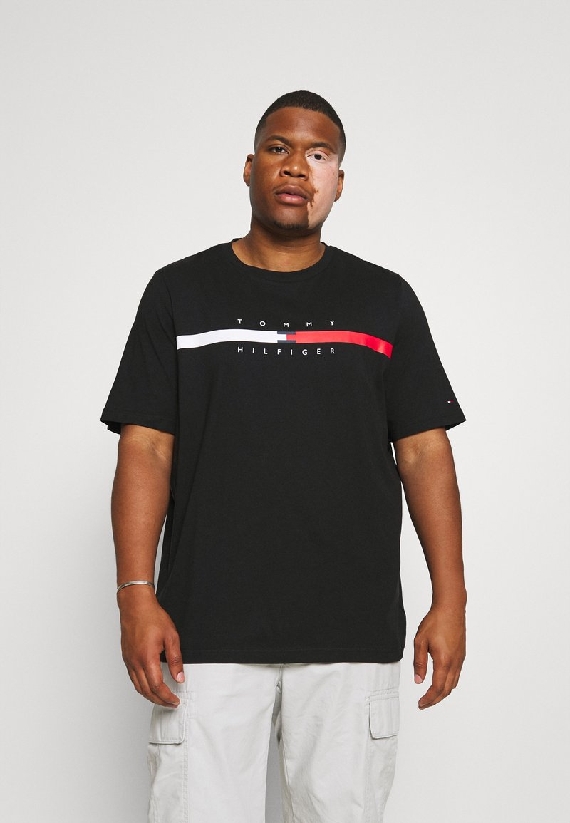 Tommy Hilfiger - GLOBAL STRIPE CHEST TEE - T-shirt med print - black