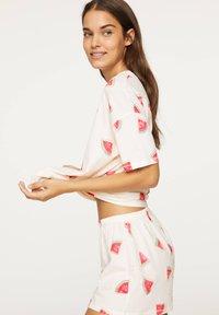 OYSHO - WATERMELON PRINT SHORTS 30321786 - Pyjamabroek - white - 2