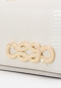ALDO - SPRIMONT - Handbag - bright white/gold-coloured - 4