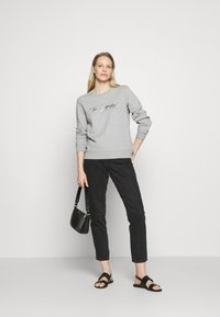 Tommy Hilfiger - BOBO REGULARC - Sweatshirt - light grey heather - 1