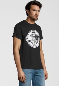 COBRAELEVEN - Print T-shirt - black - 2