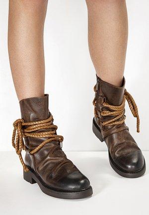 Høje støvler/ Støvler - praline prn