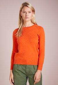 pure cashmere - CLASSIC CREW NECK  - Strikkegenser - orange - 0