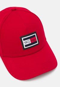 Tommy Hilfiger - SIGNATURE FLAG UNISEX - Cap - red - 3