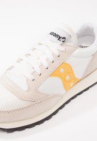 Saucony - JAZZ VINTAGE - Trainers - cement/yellow - 2
