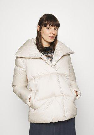 FEMININE SHORT PUFFER - Winter jacket - cold beige