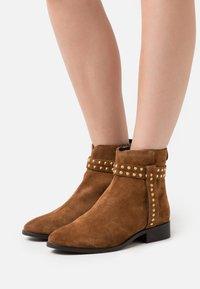Copenhagen Shoes - ELLIE  - Stivaletti - cognac - 0