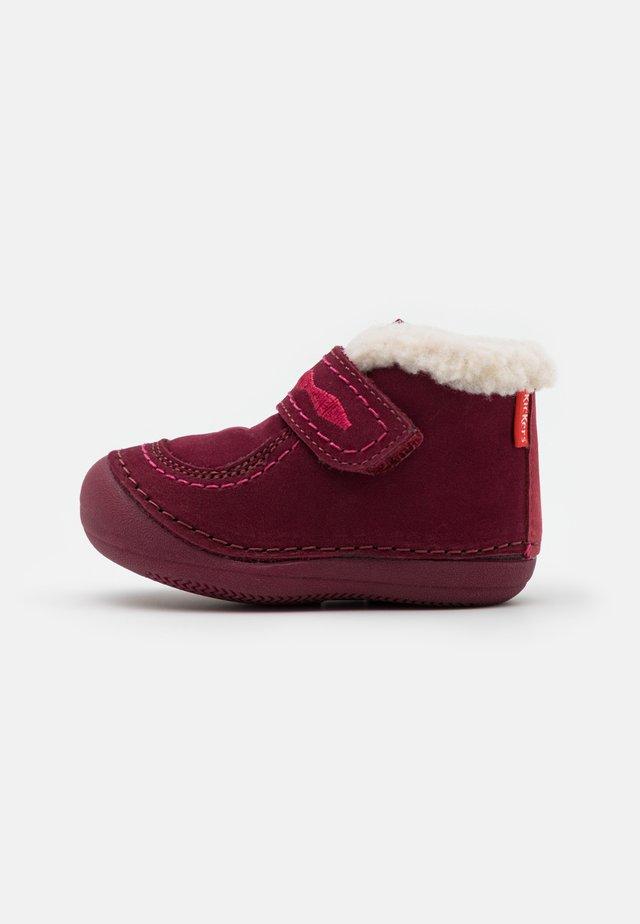 SOETNIC UNISEX - Chaussures premiers pas - rose fonce