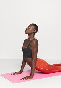 Nike Performance - YOGA CORE 7/8 VINT VINYASA - Tights - firewood orange/claystone red - 3