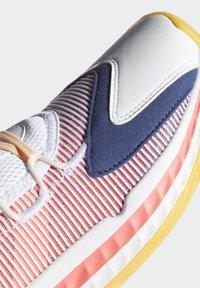 adidas Performance - PRO BOOST LOW SHOES - Zapatillas de baloncesto - white - 7