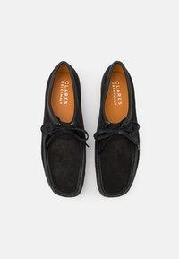 Clarks Originals - WALLABEE - Casual lace-ups - black - 3
