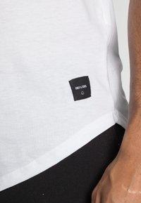 Only & Sons - ONSMATT  5 PACK - T-shirt - bas - black/white/blue - 7