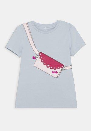 NKFBEINA - T-shirt print - blue fog