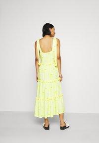 Never Fully Dressed - TIRED POM POM MIDI DRESS - Denní šaty - yellow - 2
