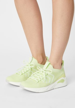 Trainers - lime