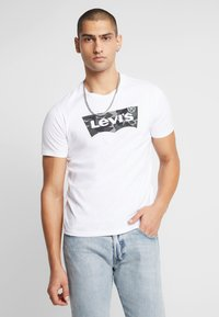 Levi's® - HOUSEMARK GRAPHIC TEE - T-shirt imprimé - white - 0
