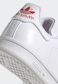 adidas Originals - STAN SMITH CF C PRIMEGREEN ORIGINALS SNEAKERS SHOES - Sneakers laag - white/vivid red - 10