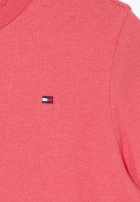 Tommy Hilfiger - ESSENTIAL ORIGINAL TEE - Basic T-shirt - pink - 3