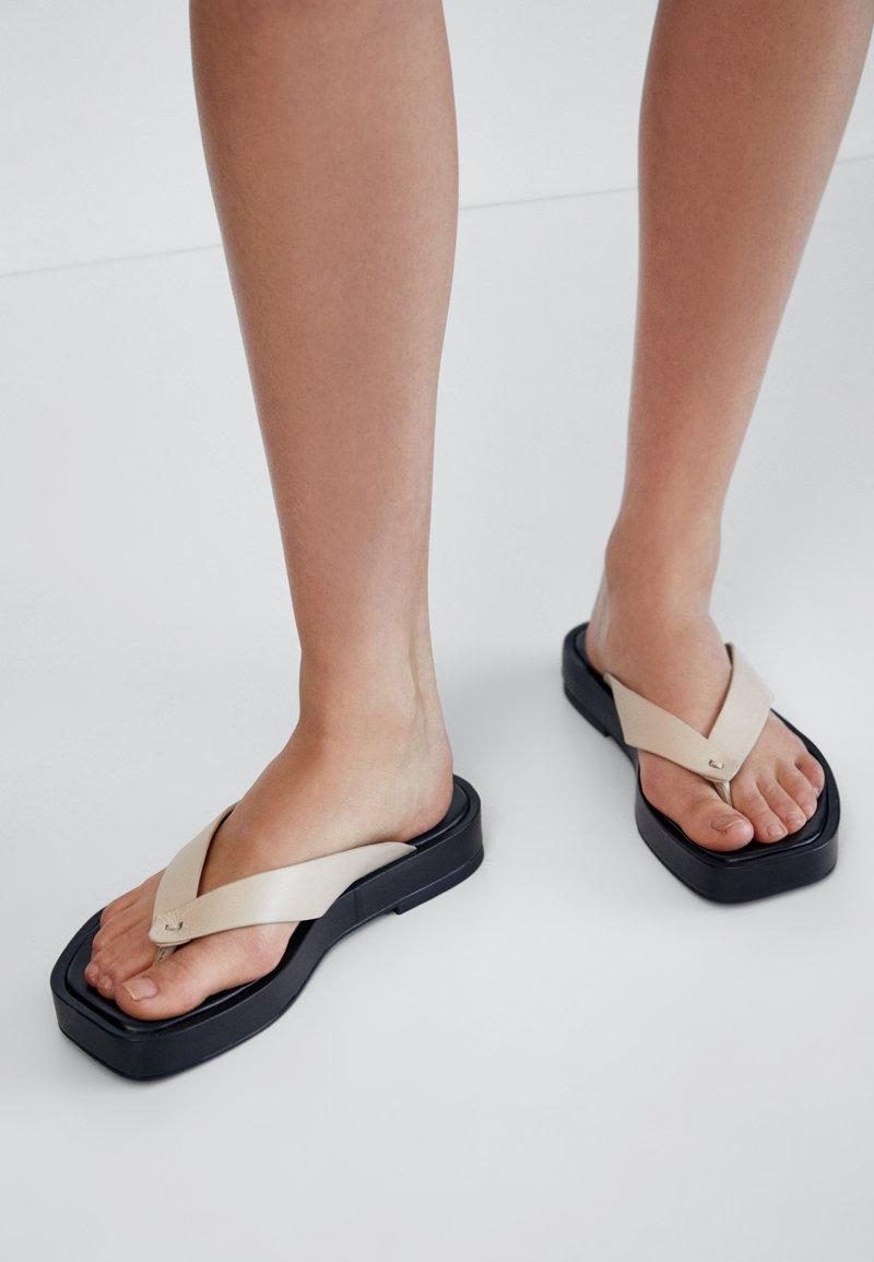 Massimo Dutti - T-bar sandals - beige