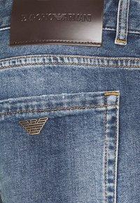 Emporio Armani - FIVE POCKETS PANT - Džíny Relaxed Fit - blue denim - 6