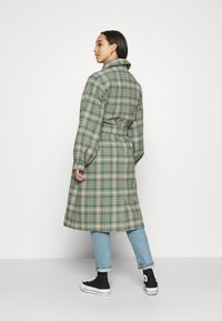 Monki - ROSIE COAT - Zimní kabát - green country brown - 2