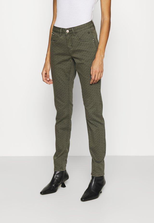 CRLOTTE PRINTED PANT - Pantalon classique - ethnic seaturtle