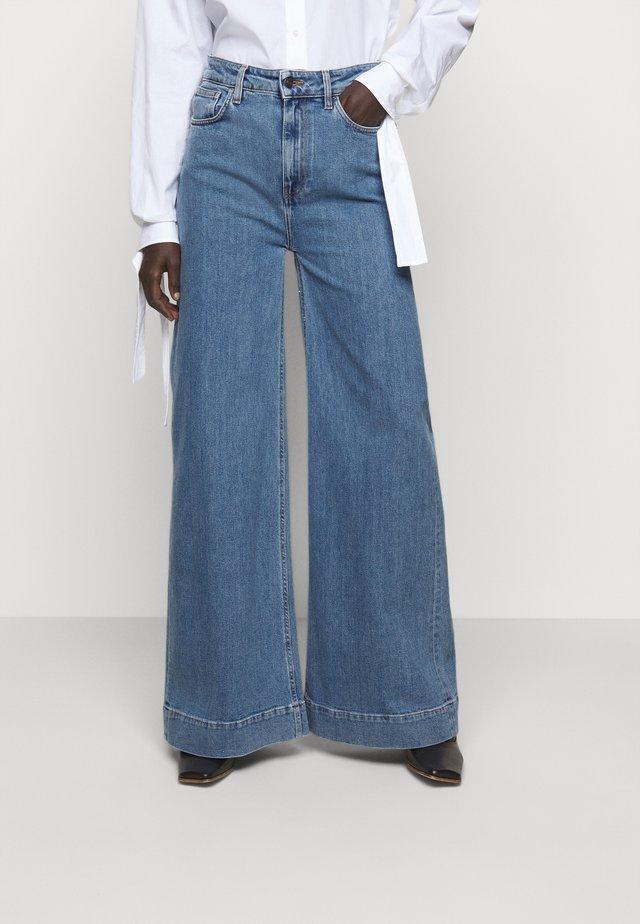 BELLIS WIDE - Flared jeans - medium denim