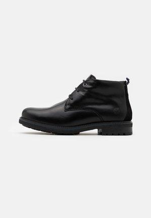 OAKROCK WP CHUKKA - Šněrovací kotníkové boty - black