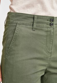 Next - Chino - green - 3